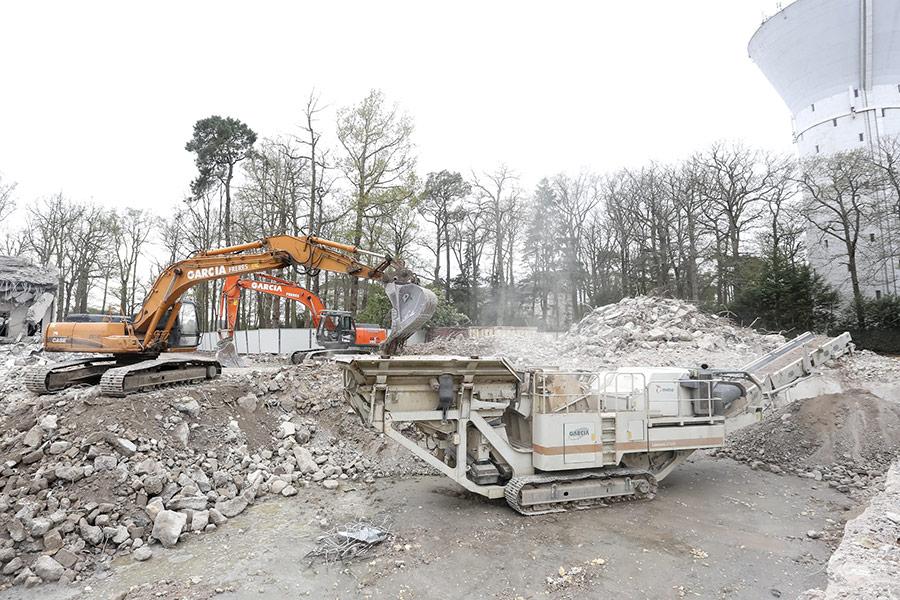 Nous effectuons le tri des déchets résultant des démolitions.