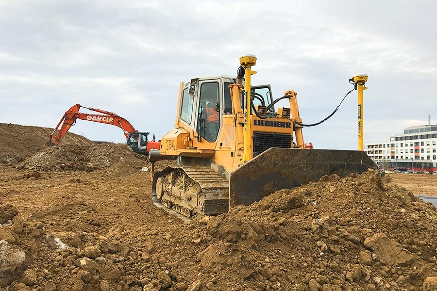 Bulldozer géré par GPS pour le terassement.